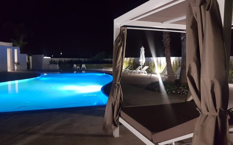 I Mestri_pool by night