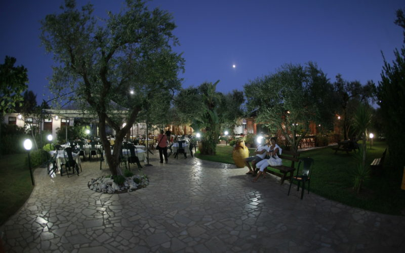 Restaurant_outdoor bynight