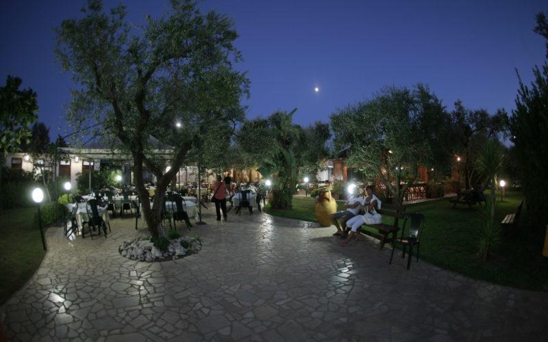 Restaurant_outdoor bynight