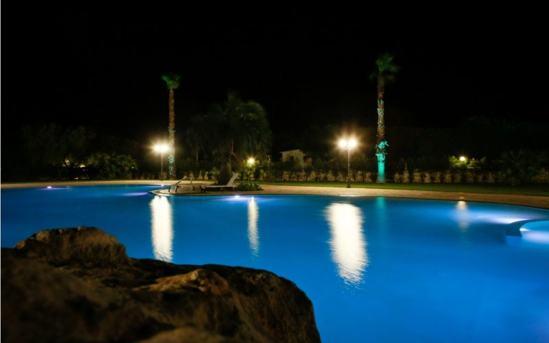 swimming pool_bynight