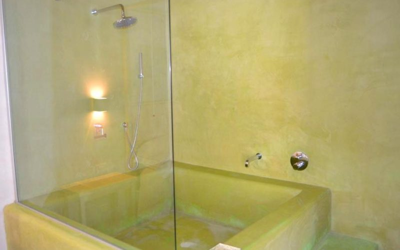 in-room bathtub